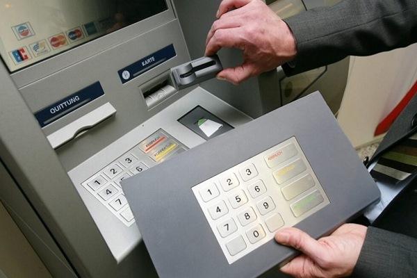 Фальшивый элемент банкомата