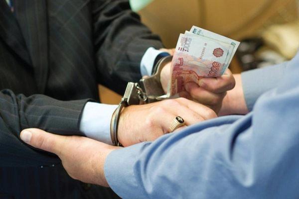 Должностное лицо в наручниках